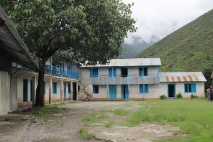 Raithane School as it was in the Summer of 2012, the condemned building in the middle.